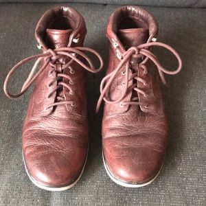 Ugg Men's Size 10 Leather Boots